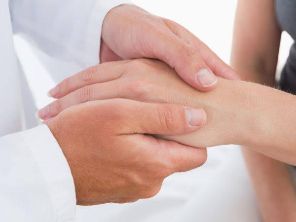أسباب و علاج رجفة الجسم أو الرعاش لحن الحياة